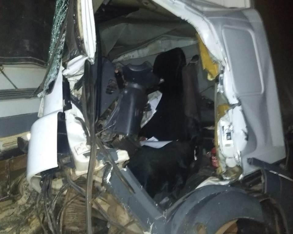 Caminhoneiro fica preso às ferragens após acidente na SP-330 em Santa Rita do Passa Quatro