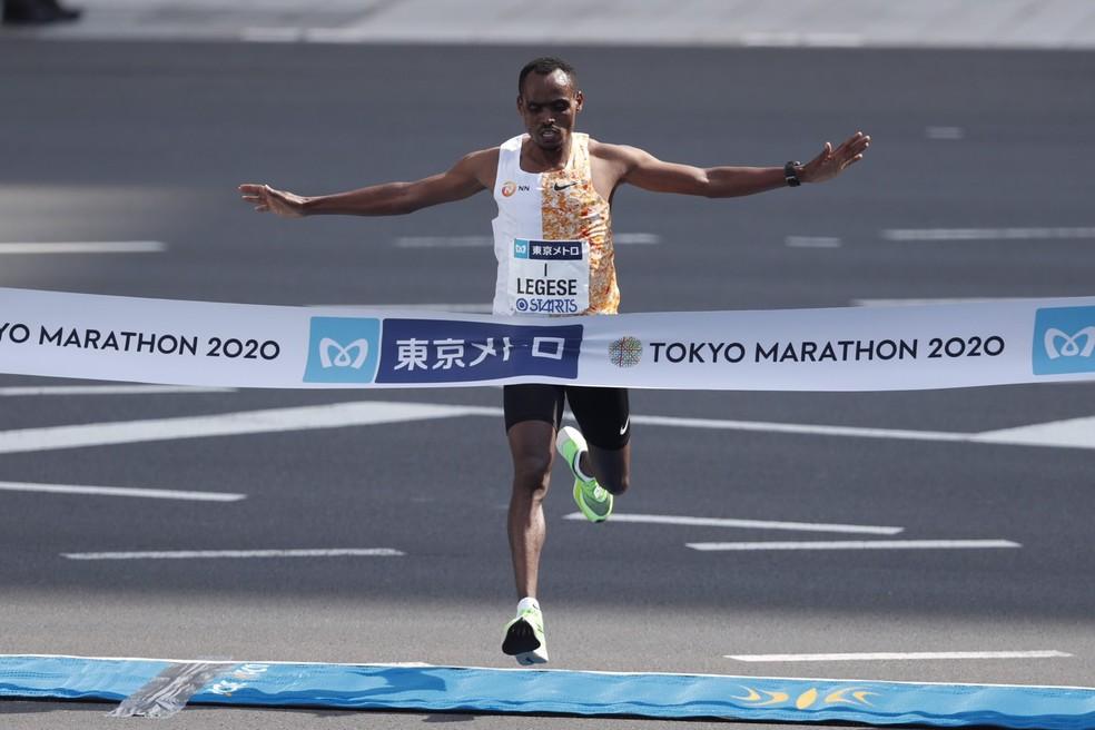 Birhanu Legese vence a maratona de Tóquio — Foto: Divulgação/Tokyo Marathon