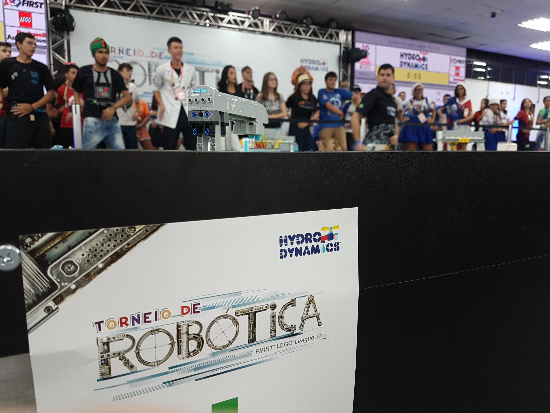 Torneio de robótica reúne alunos de todo o Brasil em Curitiba e premia soluções inovadoras para o uso da água