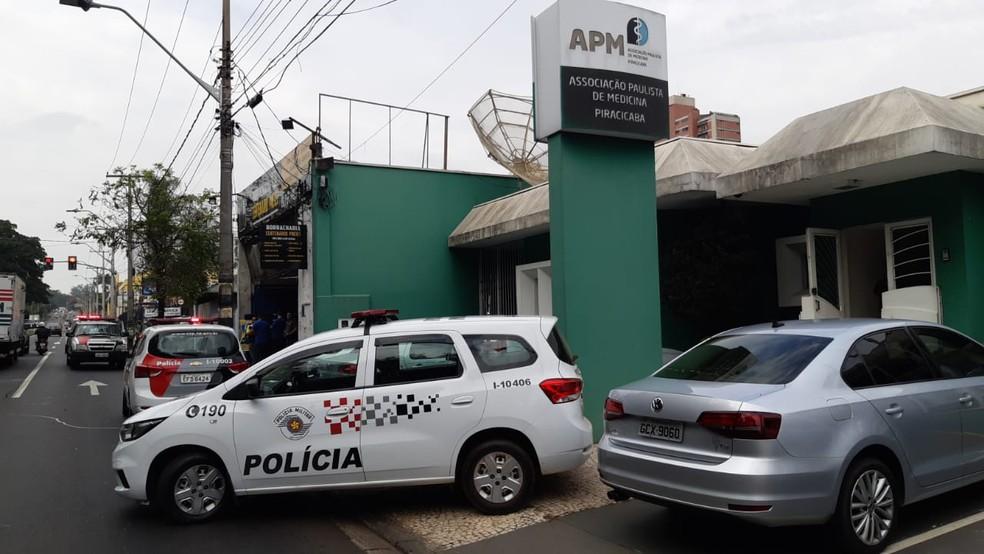 Homem é baleado durante tentativa de feminicídio em Piracicaba — Foto: Edijan Del Santo/EPTV