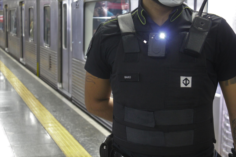 Reclamações contra seguranças do Metrô caem pela metade no 1º semestre; câmeras no uniforme explicam queda