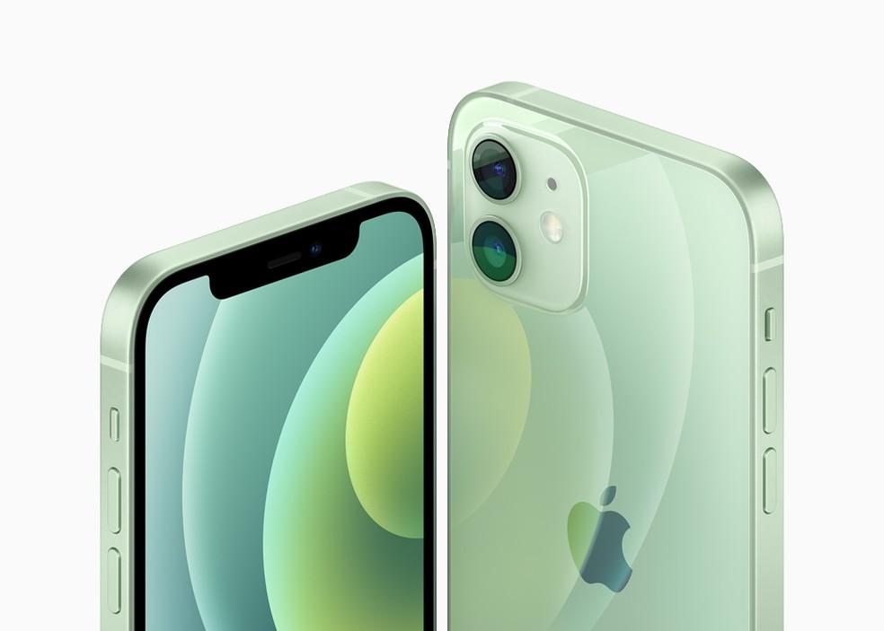 iPhone 12 ficou mais fino, menor e com bordas retas — Foto: Divulgação/Apple