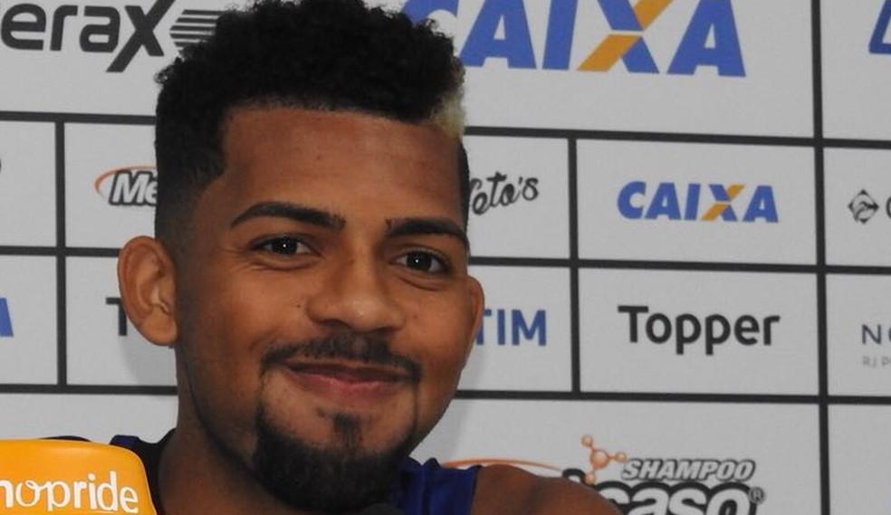 Matheus Fernandes manda bem nas roubadas de bola — Foto: Fred Gomes