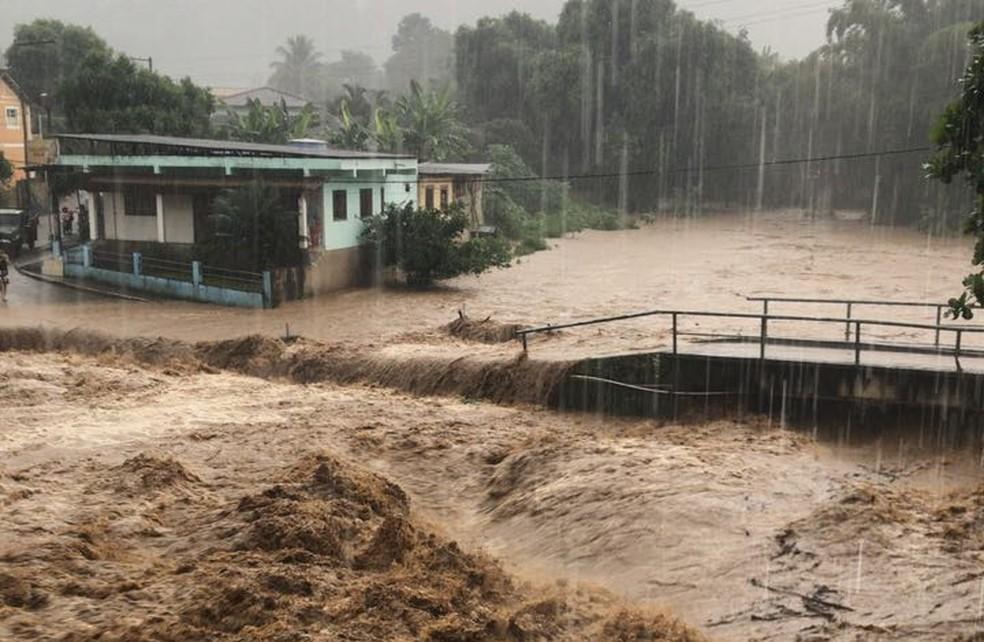 Ponte de Bom Destino, em Iconha, na região Sul do estado. (Foto: Livinha Mozer/ VC no ESTV)