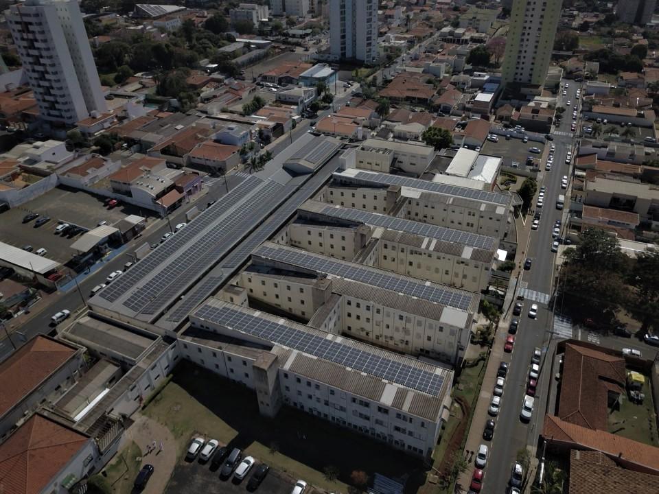 Usinas de energia solar na Santa Casa de São Carlos devem gerar economia de R$ 700 mil por ano