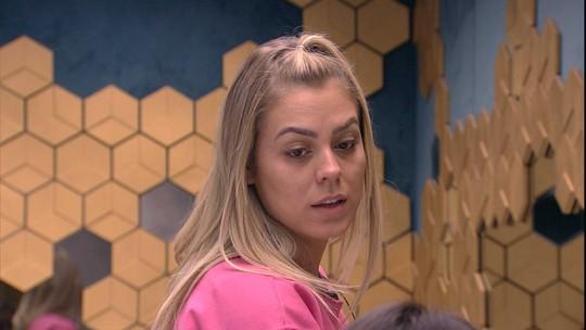 Carolina e Isabella falam sobre Paula e Diego