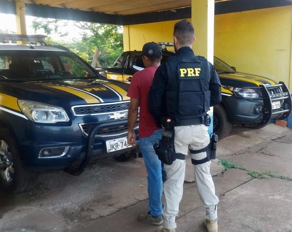 Homens foram presos na região de Pimenta Bueno — Foto: PRF/Dilvulgação