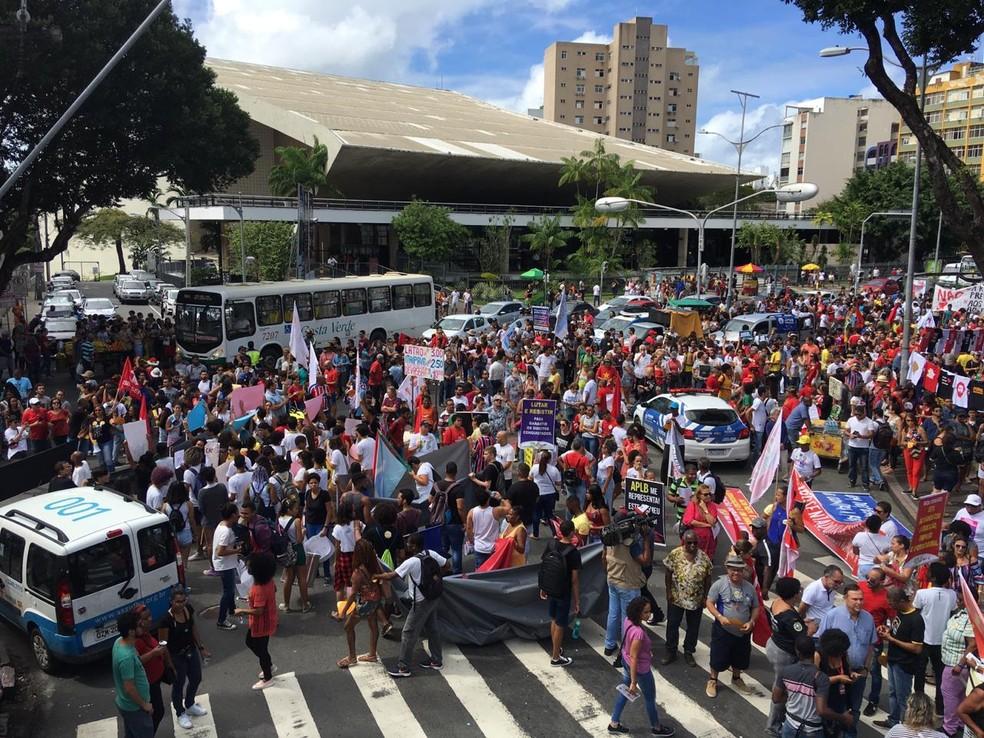 SALVADOR, 10h: manifestantes ocupam rua do centro da cidade â?? Foto: Phael Fernandes/G1 Bahia