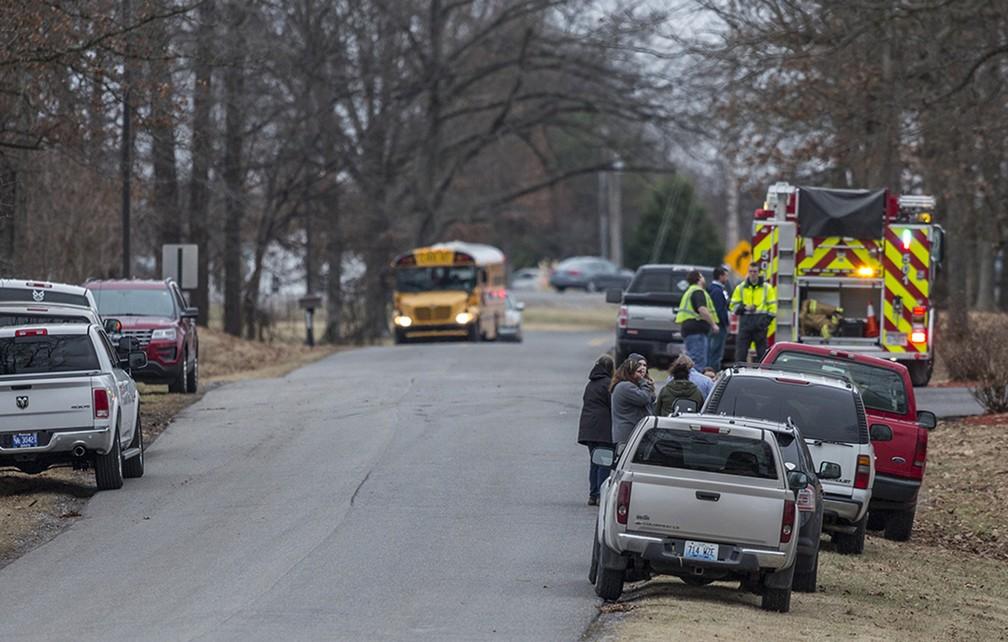 Serviços de emergência respondem nesta terça-feira (230 a tiroteio em escola em Benton, nos Estados Unidos (Foto: Ryan Hermens/The Paducah Sun via AP)