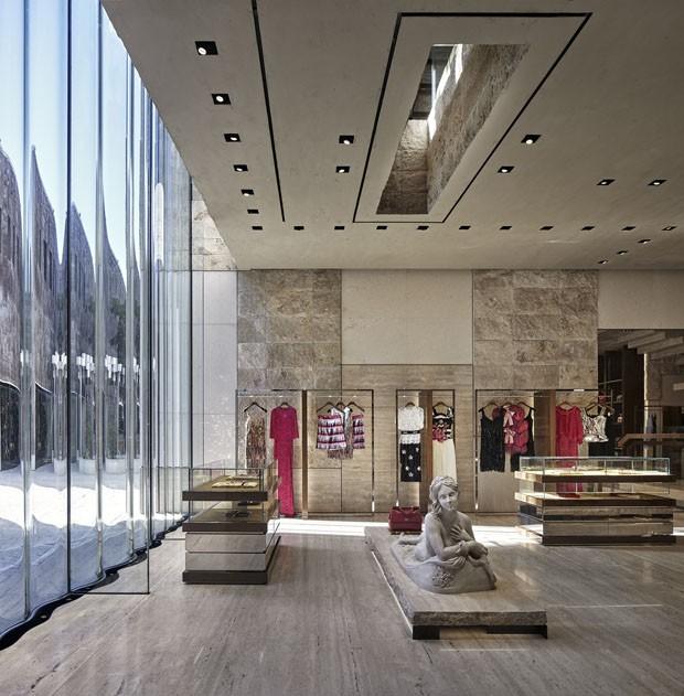 47605d285dacf Estilistas da Dolce  amp  Gabbana falam sobre a nova loja da grife em Miami  (