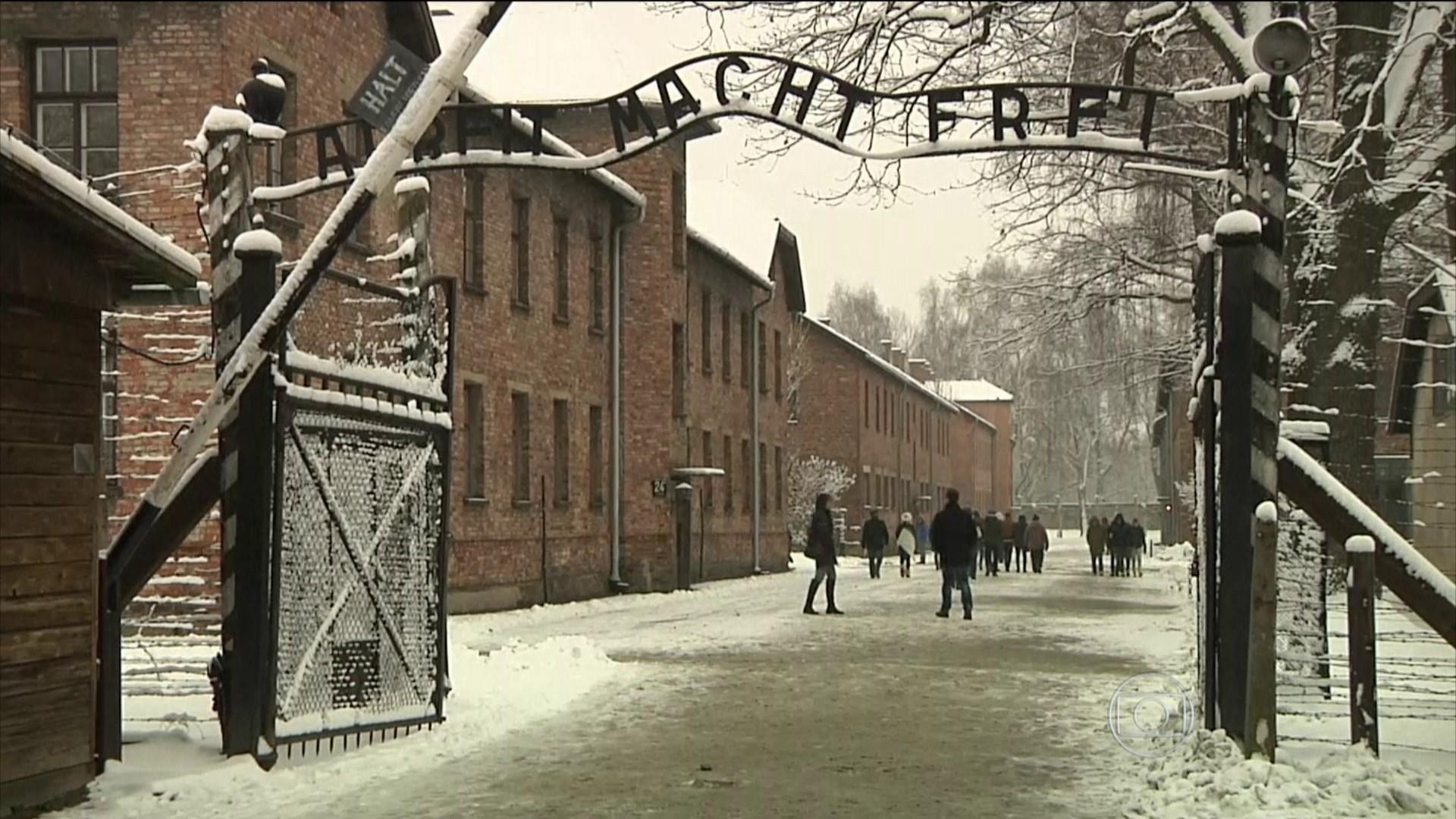 Turistas são pegos roubando tijolos de Auschwitz
