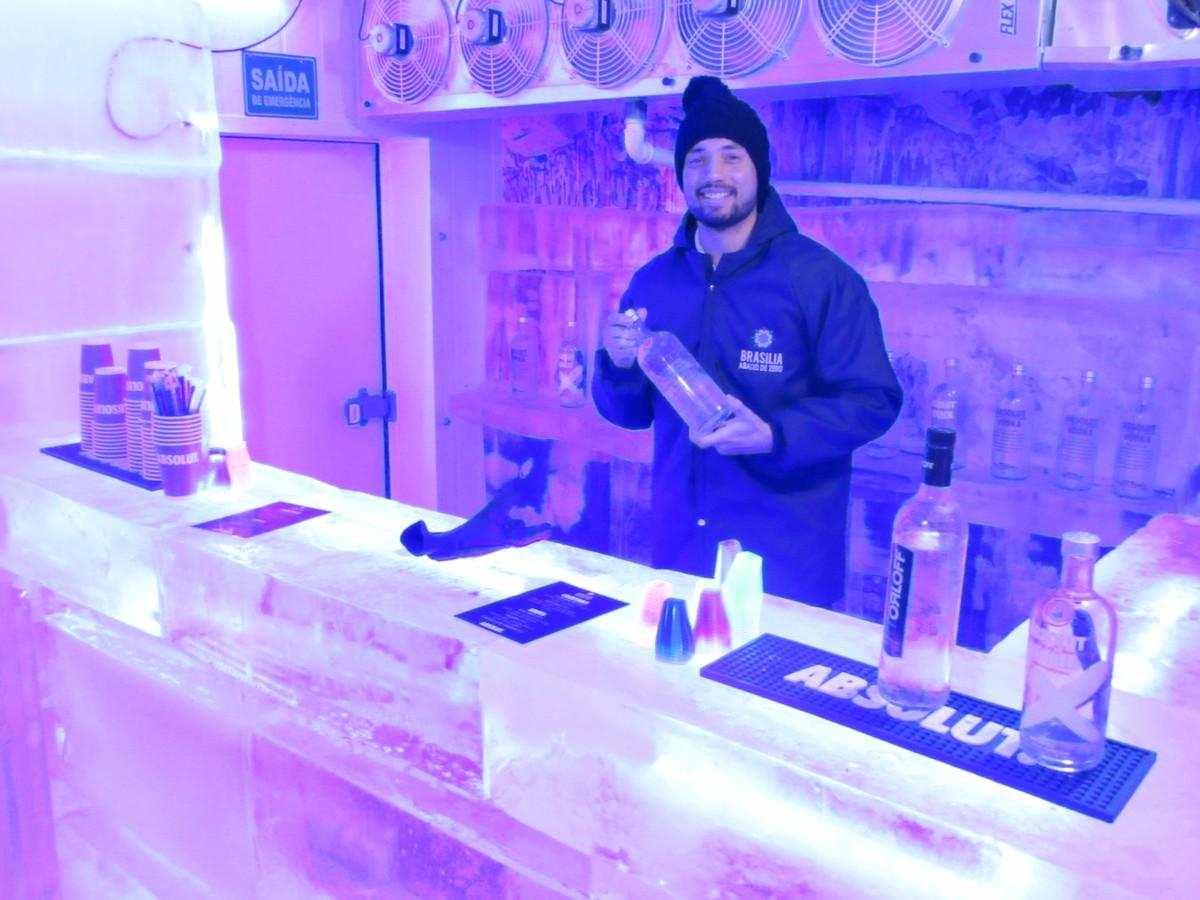 DF ganha bar com 55 m² feito de gelo após bater recorde de calor; entrada custa R$ 50