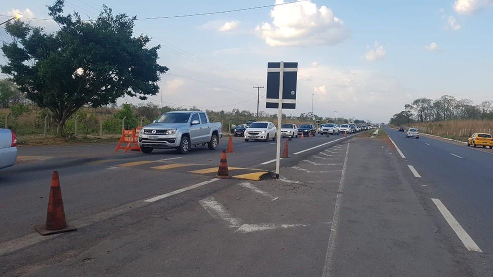 Motoristas que retornavam de Chapada dos Guimarães para Cuiabá enfrentaram congestionamento na blitz da Lei Seca — Foto: Polícia Militar de Mato Grosso/Assessoria