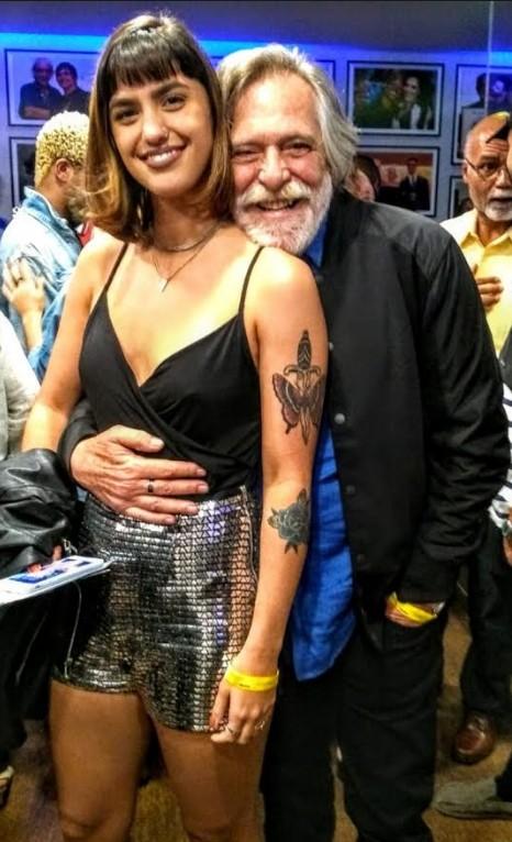 José de Abreu com a nova namorada, Carol Junger (Foto: Cristina Granato )