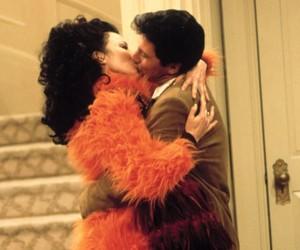 Ator revela revolta das filhas por beijões em colega em série clássica