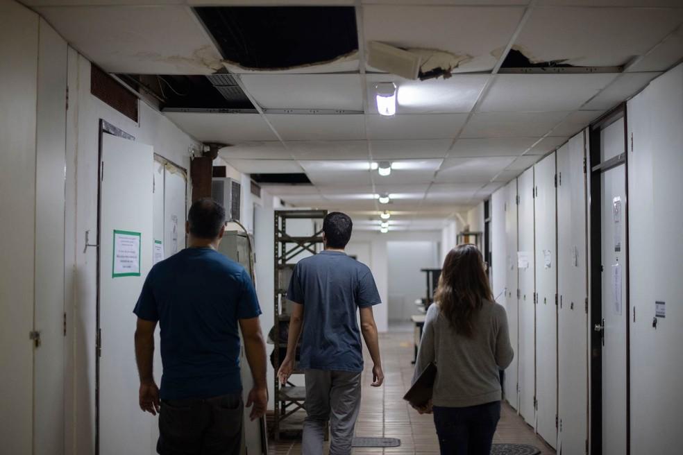 Condição de prédio na UFRJ. — Foto: Mauro Pimentel/AFP