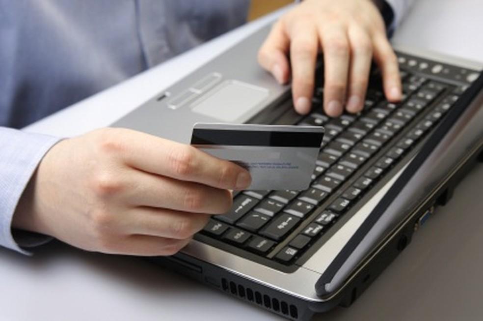 Antes de fornecer os dados pessoais e do cartão, consumidor deve se atentar se o site de compras é seguro (Foto: Divulgação)