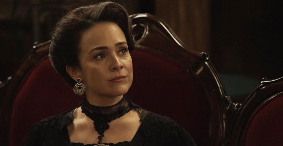 Rainha do  Café muda a percepção que tem de Aurélio  (Foto: TV Globo)