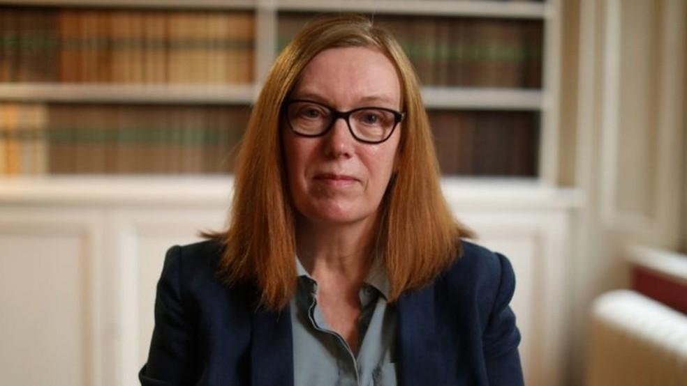 A professora Sarah Gilbert diz que doses extras devem ser usadas para aumentar a imunidade em países com baixos índices de vacinação — Foto: BBC