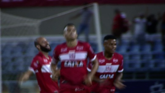 Neto Baiano marca por cobertura diante do líder Fortaleza