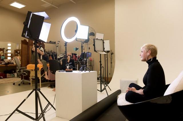 Bastidores da entrevista de Xuxa ao 'Altas horas' (Foto: Divulgação)