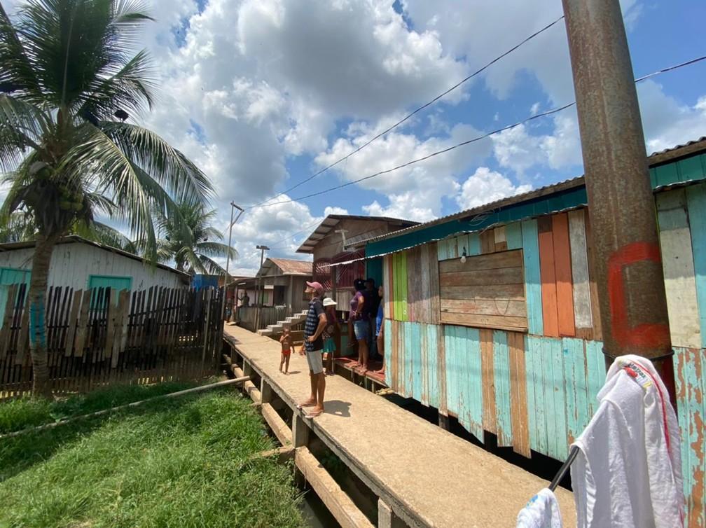 CALHA NORTE - Bairro da Várzea recebeu passarela de alvenaria para melhorar acesso, em Cruzeiro do Sul.  — Foto: Mayara Subtil/Rede Amazônica