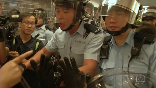 Manifestantes entram em conflito durante protestos em Hong Kong