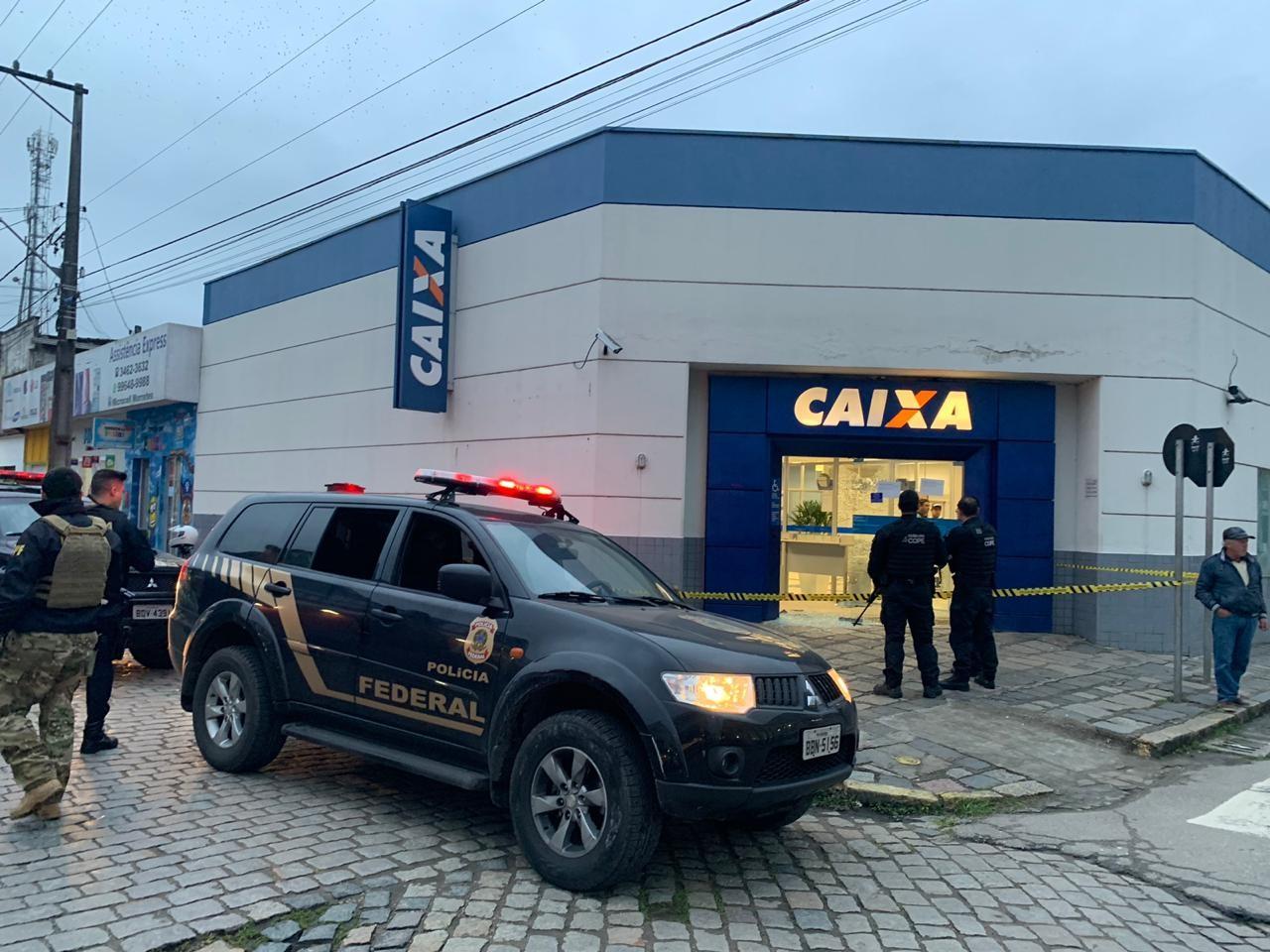 Homens armados assaltam agência bancária e fazem reféns em Morretes; VÍDEO - Notícias - Plantão Diário