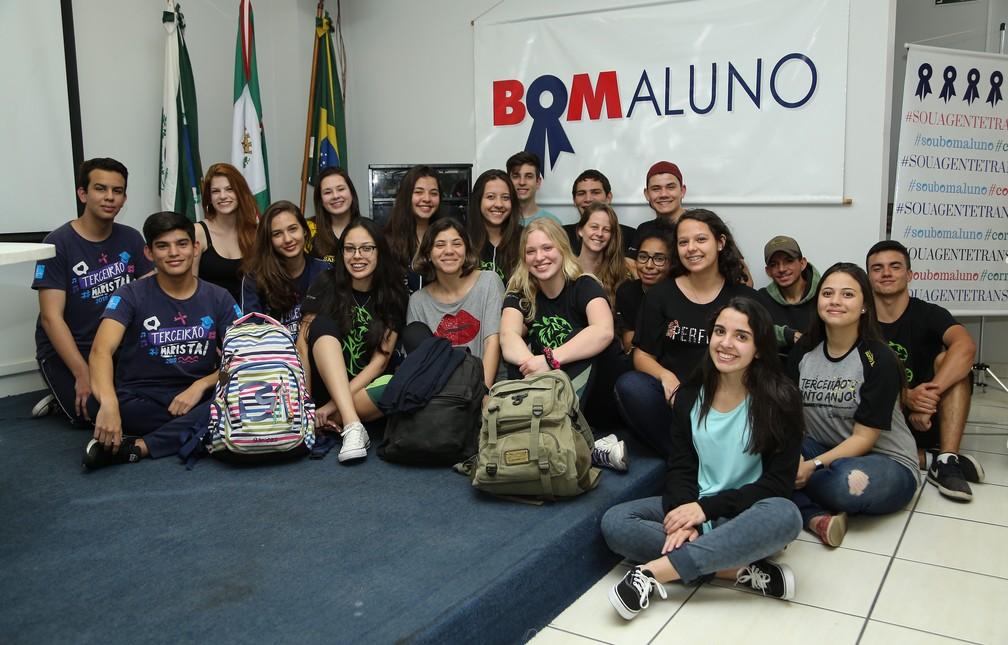 Projeto conta com 200 estudantes em formação na capital, sendo que 80 já estão na universidade — Foto: Giuliano Gomes/PR Press