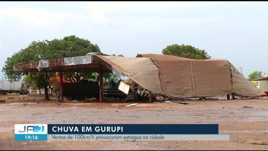 Baú de caminhão tomba com a força do vento durante tempestade em Gurupi