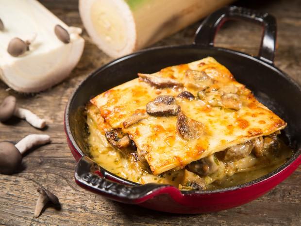 Lasanha vegetariana sem glúten leva pupunha e cogumelos (Foto: Mario Rodrigues / Divulgação)