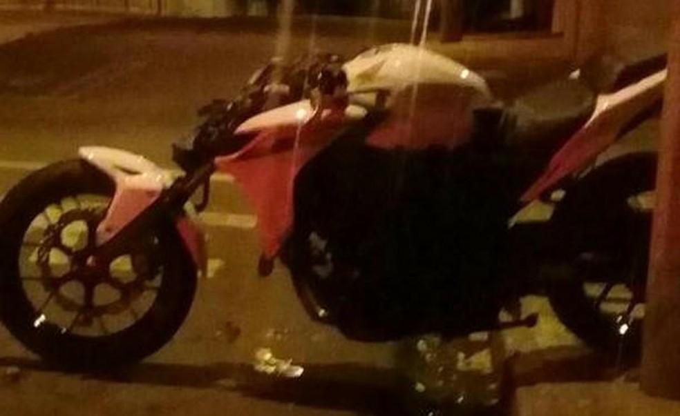 Vítima perdeu o controle de moto em avenida de Jaú (Foto: Polícia Militar/Divulgação )