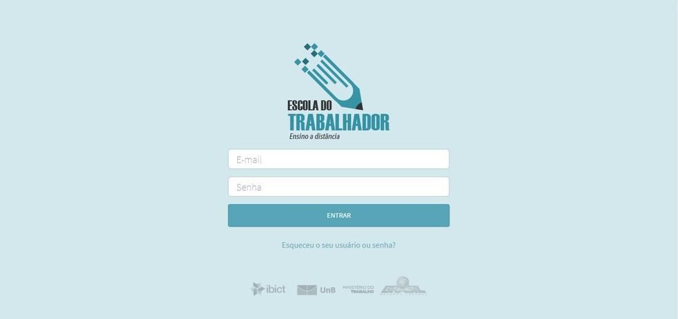 No portal dos alunos, basta fazer login com as informações recebidas no e-mail (Foto: Reprodução/Clara Barreto)