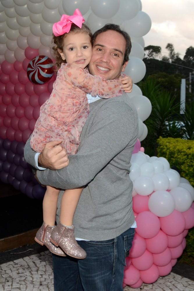 Caio Ribeiro e a filha, Valentina  (Foto: Eduardo Martins / Agnews)