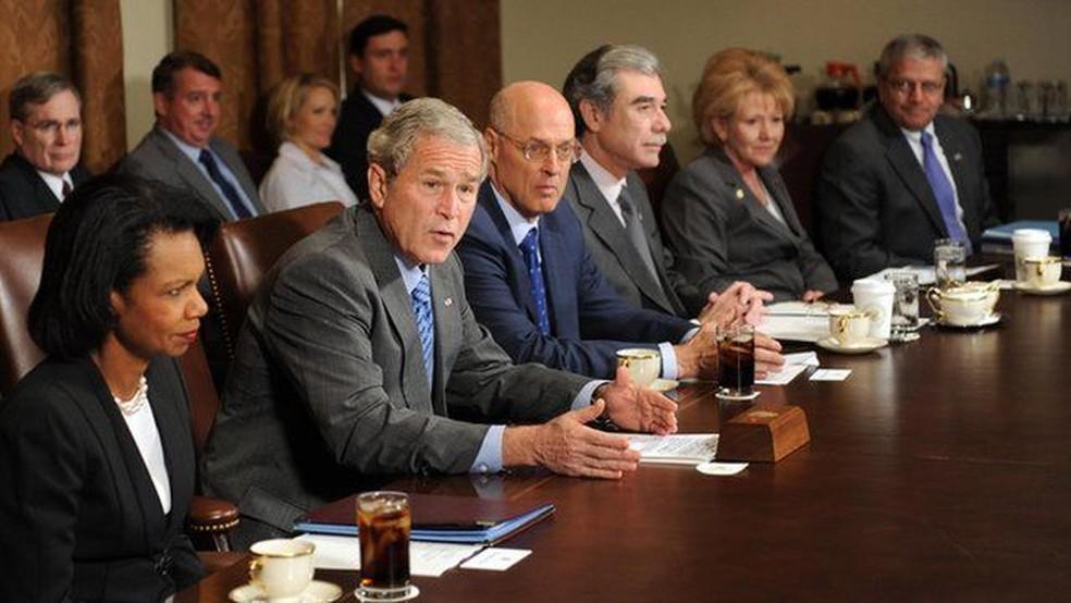 Os dois últimos anos do governo do presidente Bush foram marcados pela luta contra a crise econômica — Foto: Tim Sloan/Getty Images