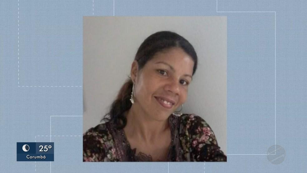 Érica foi encontrada morta pela filha, em cima da cama — Foto: Reprodução/TV Morena