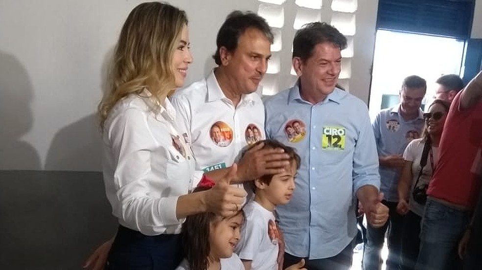Camilo Santana (no centro) — Foto: Fernanda Alves/Agência Diário