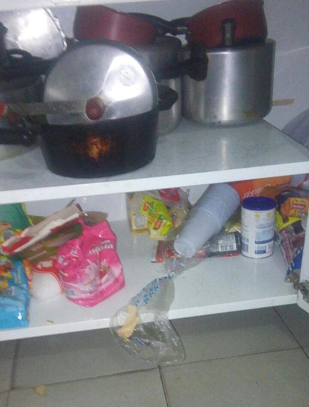 Criminosos levaram alimentos e o leite especial que o filho do casal de Marília toma (Foto: Andressa Lázaro / Arquivo pessoal )