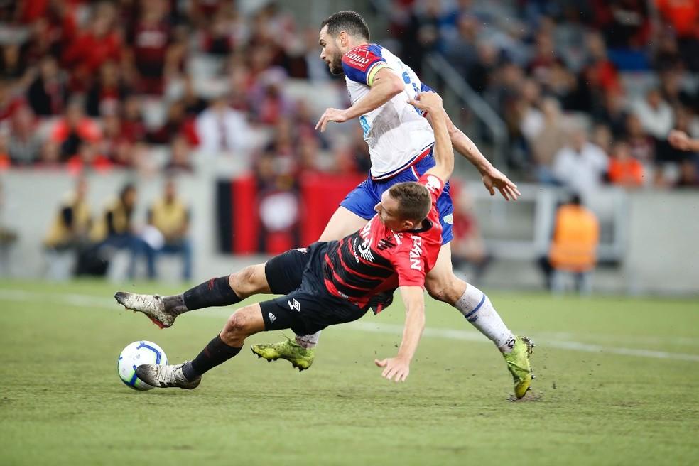Contra o Athletico, Tricolor criou pouco e foi sufocado por time paranaense  — Foto: Hedeson Alves/Gazeta do Povo