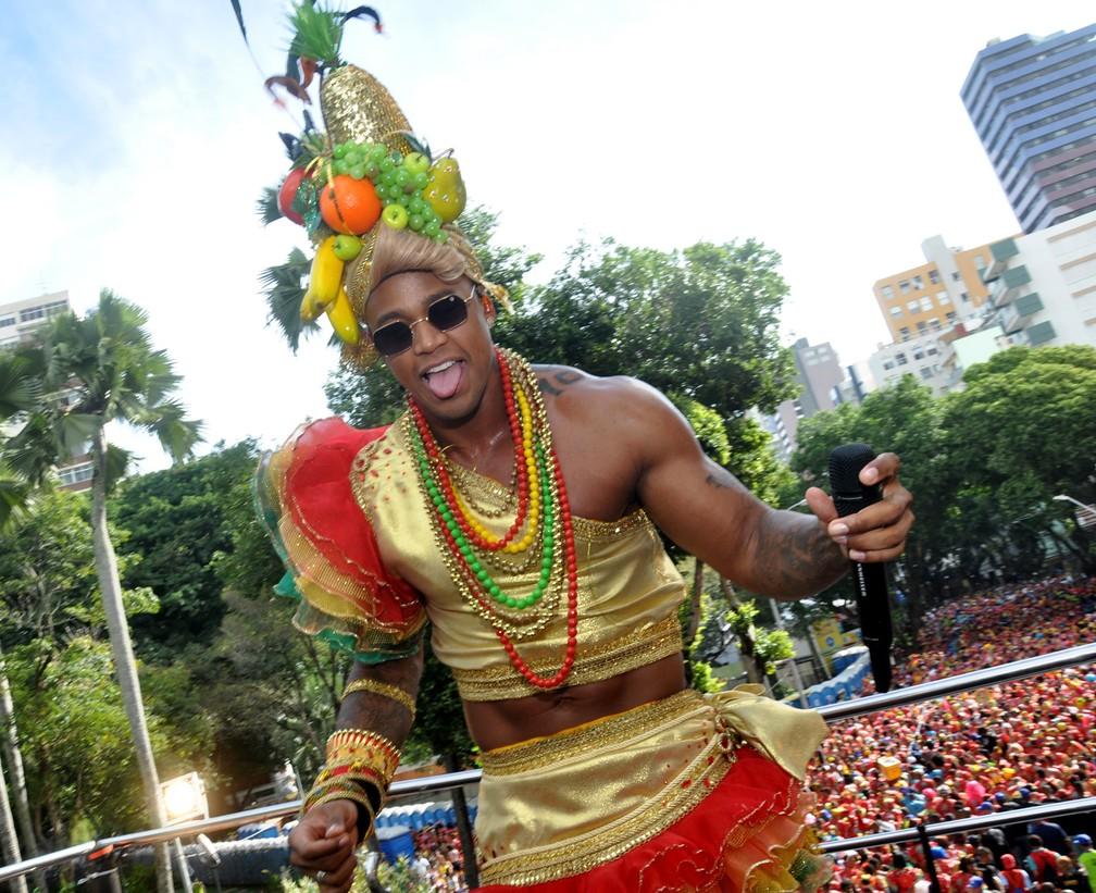 Léo Santana puxa 'As Muquiranas' neste último dia de carnaval (Foto: Gilmar Castro /Ag Haack)