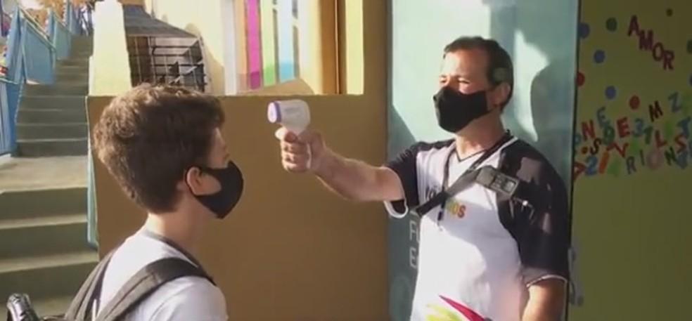Aulas presenciais em 83 escolas da região de Londrina foram retomadas em outubro  — Foto: Reprodução/RPC
