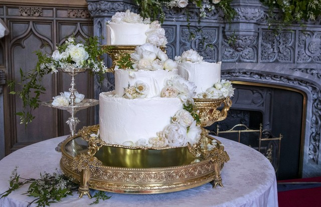 WINDSOR,ENGLAND - MAY 19:  The wedding cake by Claire Ptak of London-based bakery Violet Cakes in Windsor Castle for the royal wedding of Meghan Markle and Prince Harry on May 19, 2018 in Windsor,England.  (Photo by Steve Parsons - WPA Pool/Getty Images) (Foto: Getty Images)