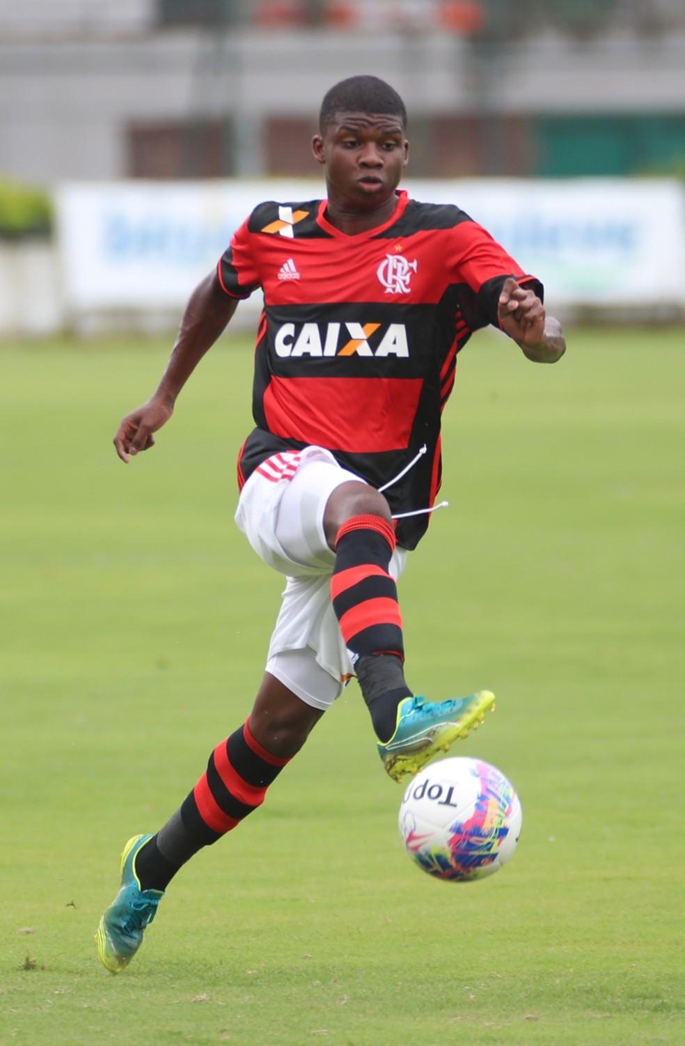 Lincoln ainda em ação pelo sub-17 do Flamengo (Foto: Gilvan de Souza / Flamengo)