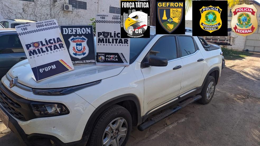 Picape roubada de seminário foi recuperada após ser abandonada — Foto: Polícia Militar/Divulgação