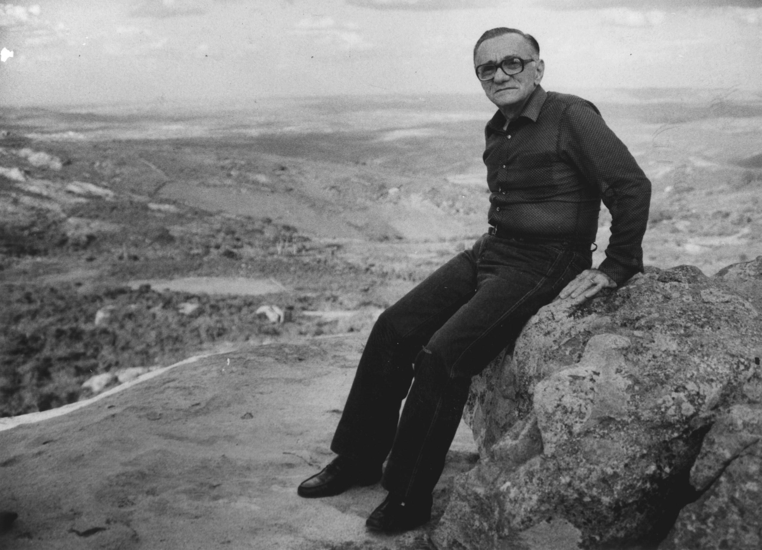 O poeta pernambucano em imagem de 1984