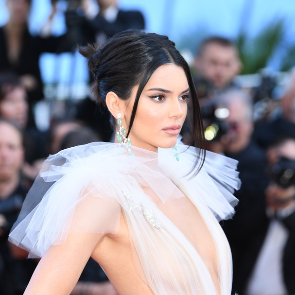 Kendall Jenner no tapete vermelho de Girls Of The Sun , no Festival de Cannes (Foto: Getty Images)