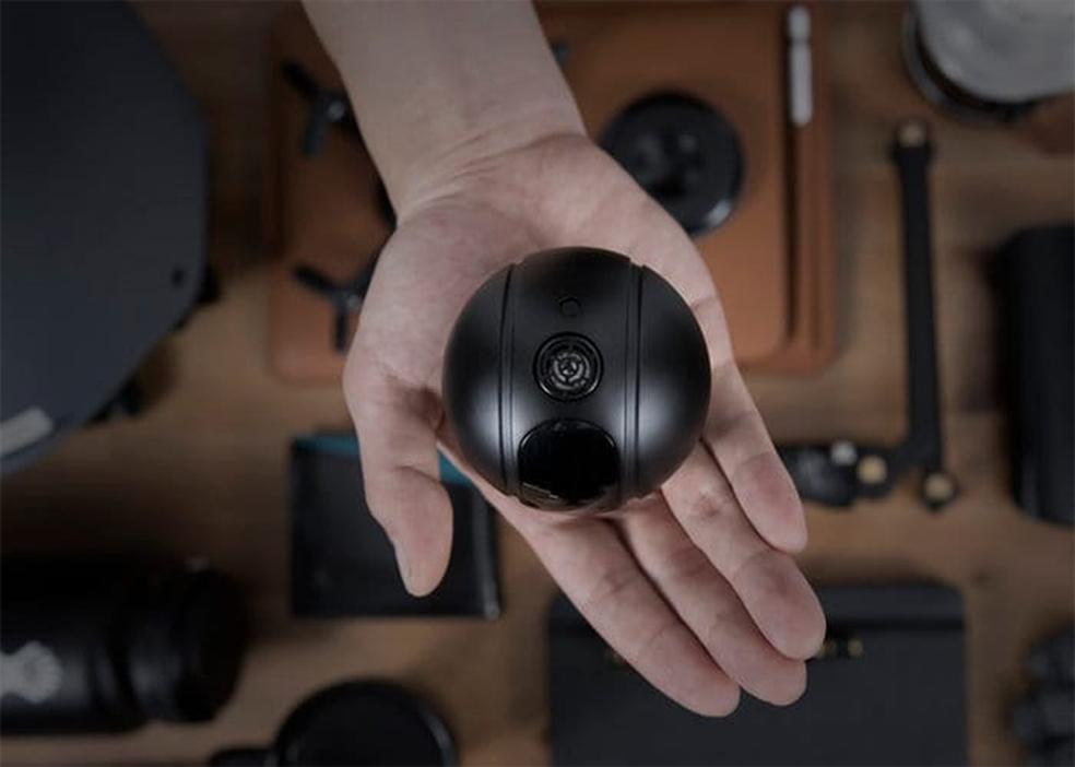 Câmera é um pouco maior do que uma GoPro, mas pode compensa o tamanho maior com funções extras (Foto: Divulgação/Eyedea)