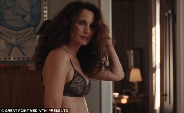 """Andie MacDowell aparece nua em filme """"Love After Love"""" (Foto: Reprodução)"""