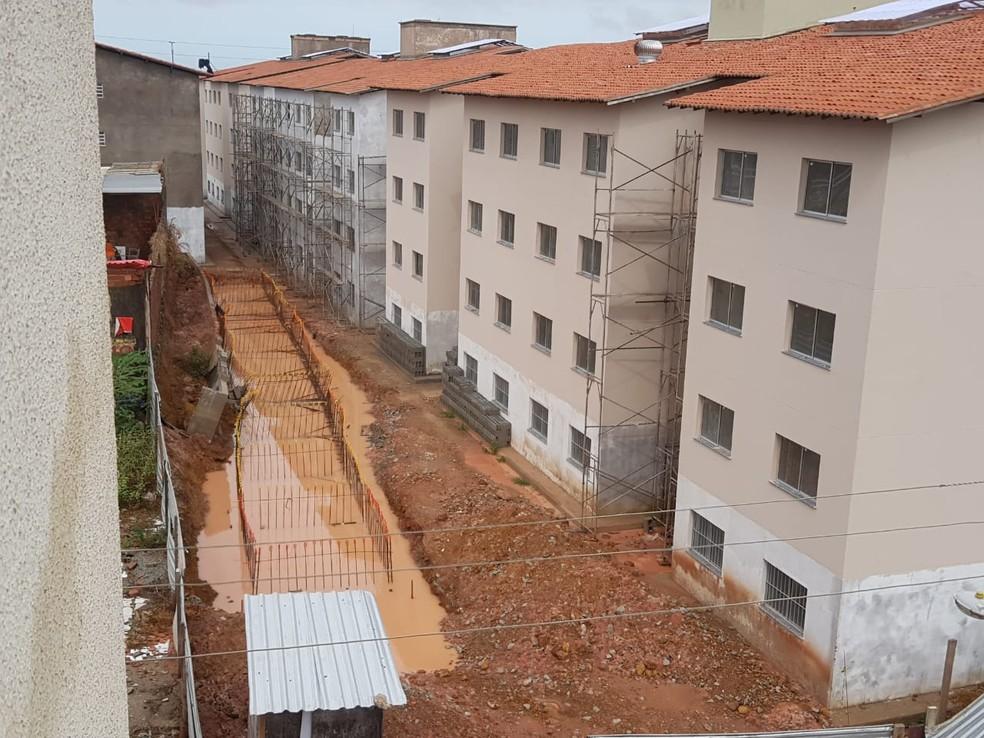 Apartamentos ficaram com partes alagadas na avenida Ferreira Goulart, no bairro São Francisco  — Foto: Shirley Freire/TV Mirante