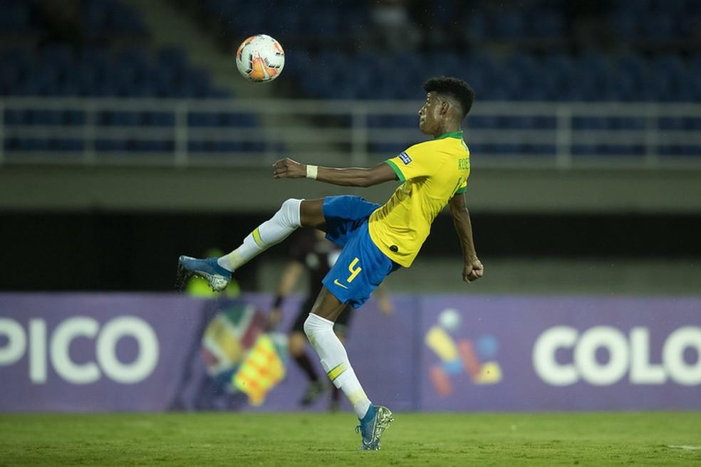 Zagueiro Robson Bambu na partida entre Brasil e Uruguai — Foto: Lucas Figueiredo / CBF